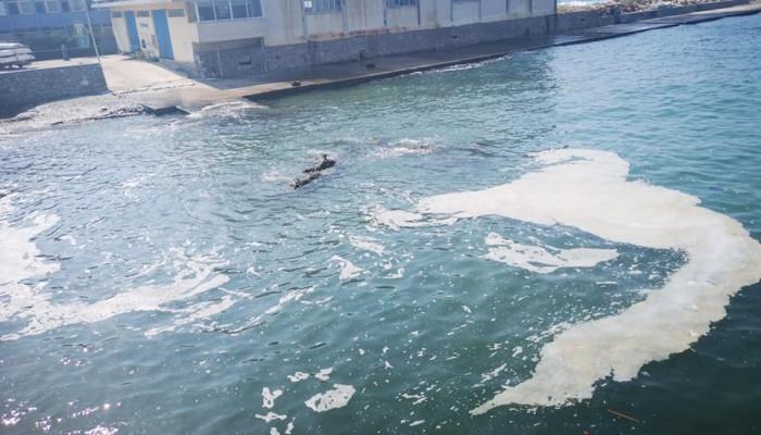 Απογοητευτική η εικόνα της θάλασσας έξω από το κολυμβητήριο Χανίων