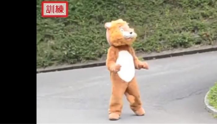 Δείτε τη... σουρεάλ άσκηση ετοιμότητας ενός ζωολογικού κήπου στην Ιαπωνία