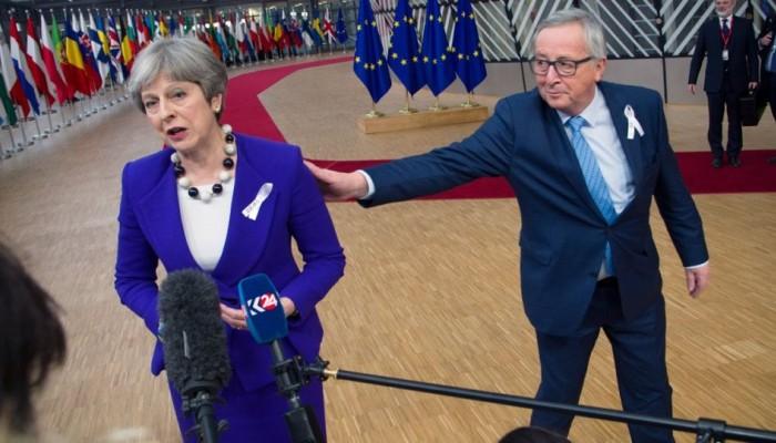 Κομισιόν για Brexit: Μια «μη συμφωνία» δεν απαλλάσσει το Λονδίνο από τις οικονομικές του υ