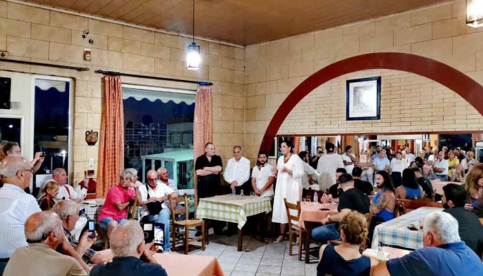 Στον Γαλατά η Ντόρα Μπακογιάννη συναντήθηκε και συνομίλησε με τους πολίτες