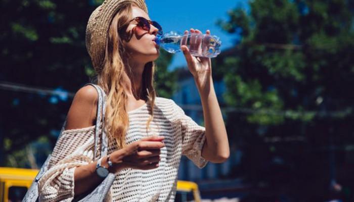 Τρώμε 121.000 μικροπλαστικά σωματίδια το έτος-Ειδικά αν πίνουμε νερό από πλαστικό μπουκάλι