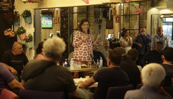 Στη Σούδα και στα Νεροκούρου η Ντόρα Μπακογιάννη (φωτο)
