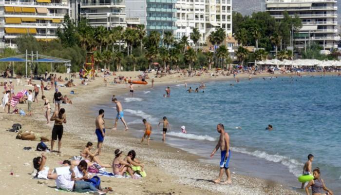 ΠΑΚΟΕ: Ακατάλληλες για κολύμβηση πάνω από 18 ελληνικές παραλίες που πήραν «Γαλάζια Σημαία»