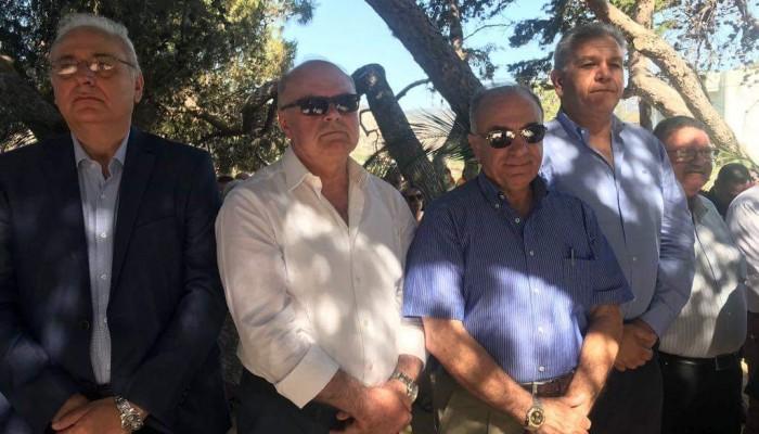 Κατάθεση στεφάνου από τον Μανώλη Αλιφιεράκη στο Αρχιερατικό Μνημόσυνο των 62 Μαρτύρων