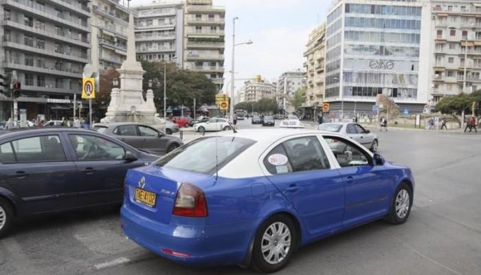 Βρήκε στο ταξί του πορτοφόλι με 5.200 ευρώ και το παρέδωσε