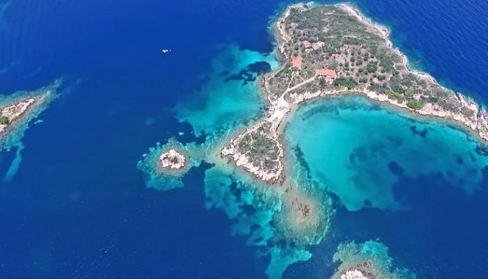 Τα άγνωστα εξωτικά νησάκια της Χαλκιδικής