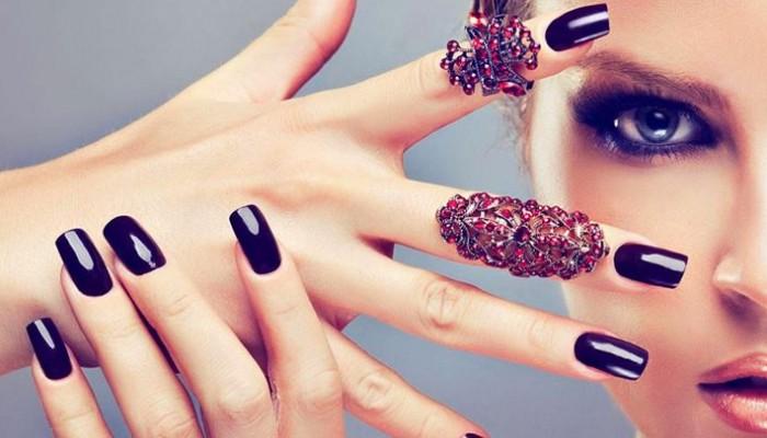 Πώς θα απαλλαγείτε από τις ενοχλητικές φυσαλίδες στα νύχια από το βερνίκι