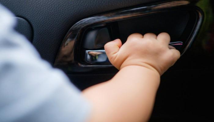 Μητέρα στην Κάλυμνο κλείδωσε το παιδί της στο αυτοκίνητο και πήγε για δουλειά