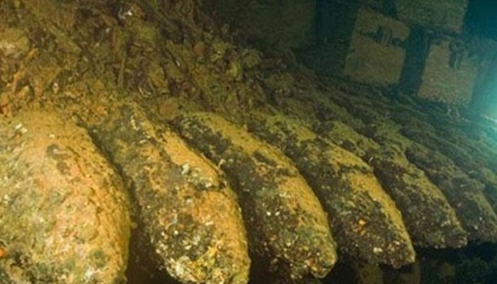 Λουόμενος στην Κρήτη βρήκε κάσα με πυρομαχικά 150 μέτρα από την ακτή