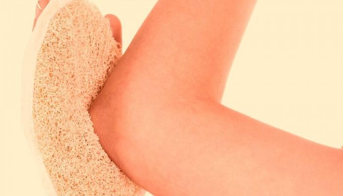 Νεκρά κύτταρα στα γόνατα και τους αγκώνες: Πώς θα τα απομακρύνετε (βίντεο)