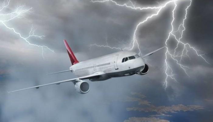 Αεροπλάνο της Ryanair με τελικό προορισμό την Θεσσαλονίκη χτυπήθηκε από κεραυνό