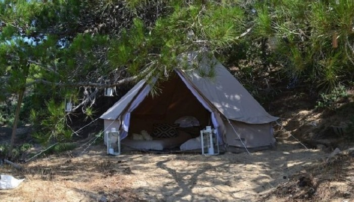 Αυτές είναι οι σκηνές που... νοικιάστηκαν μέσω Airbnb στη Γαύδο! (φωτο)