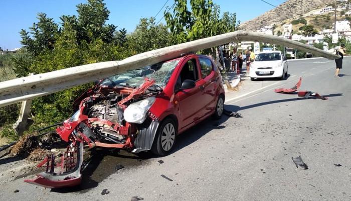 Τρομακτικό τροχαίο ατύχημα στον Μύρτο Ιεράπετρας (φωτο)