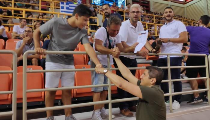 Με χαμόγελα καλωσόρισαν τον Υφυπουργό Αθλητισμού...στις περιγραφές των αγώνων του ΟΦΗ