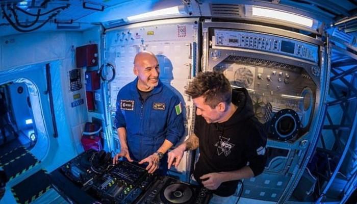 Απίστευτο κι όμως αληθινό: Αστροναύτης σε ρόλο DJ από το... διάστημα (βίντεο)