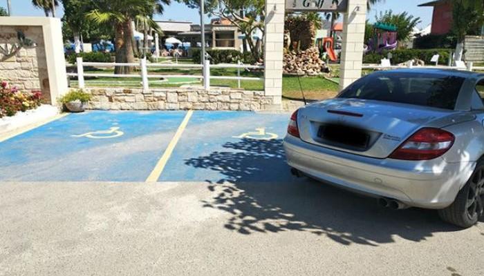 Γιατί να μην παρκάρεις το αμάξι σου σε θέση ΑμεΑ (φωτο)