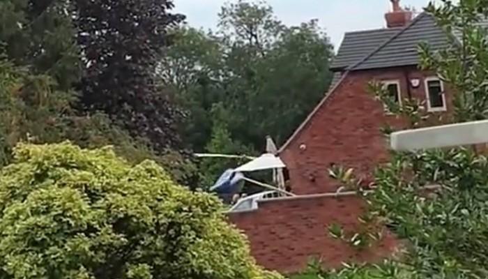 Η τρομακτική στιγμή που ελικόπτερο πέφτει μέσα σε αυλή