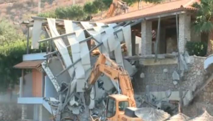 Γκρέμισαν το εστιατόριο του Αλβανού εστιάτορα που επιτέθηκε σε Ισπανούς τουρίστες! (video)