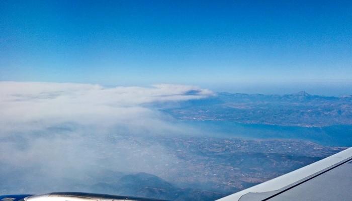 Ο καπνός στην Εύβοια μέσα από την καμπίνα αεροπλάνου (φωτο)