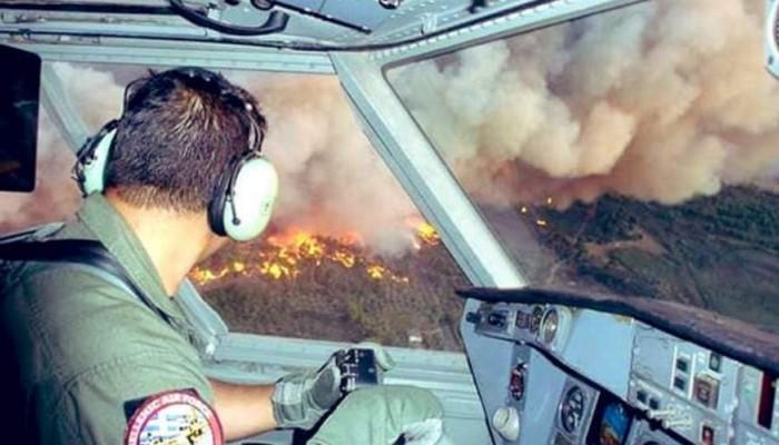 Συγκλονιστική φωτογραφία μέσα από το πιλοτήριο καναντέρ πάνω από τις φλόγες στην Εύβοια