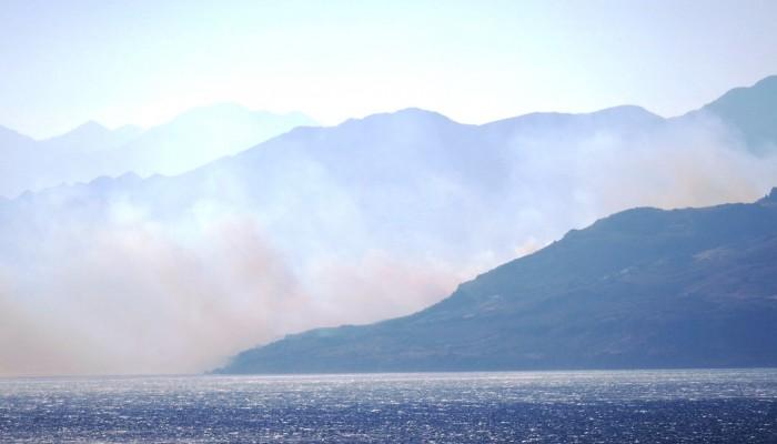 Μάχη με τις φλόγες στον Άγιο Βασίλειο Ρεθύμνου (φωτο)