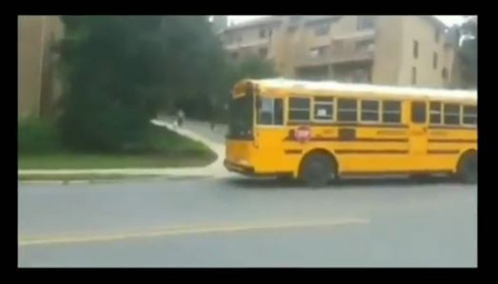 Έτσι ακριβώς γίνεται και στην Ελλάδα...Δείτε τι συμβαίνει στον Καναδά όταν σταματά σχολικό