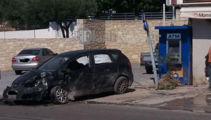 Αμάξι καρφώθηκε σε μαγαζί στον Πλάτανο Κισσάμου (φωτο)