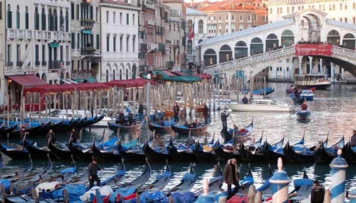 Βενετία: Πρόστιμο σε 100 τουρίστες μέσα σε ένα δίμηνο για αντικοινωνική συμπεριφορά