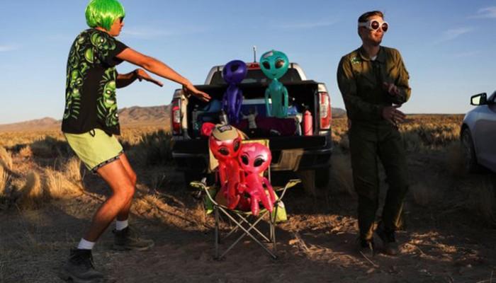«Απείλησαν» ότι θα βομβαρδίσουν όσους πλησιάσουν την «Area 51»: Γκάφα αμερικανικού στρατού