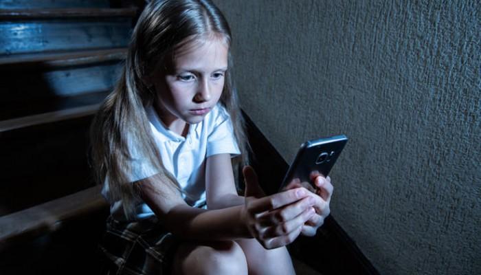 Η συχνά ανεξέλεγκτη πρόσβαση των παιδιών μέχρι δέκα ετών στο διαδίκτυο
