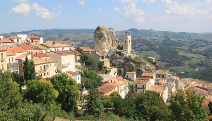 Η αραιοκατοικημένη επαρχία που προσφέρει 700 ευρώ μισθό σε νέους κατοίκους για τρία χρόνια