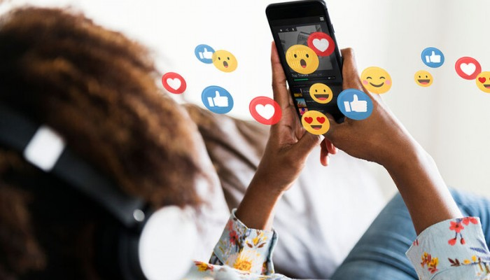 Social media: Πώς επηρεάζουν την συμπεριφορά των εφήβων