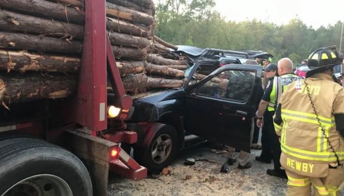 Σοκάρουν οι φωτογραφίες από τροχαίο: Από θαύμα ο οδηγός βγήκε ζωντανός