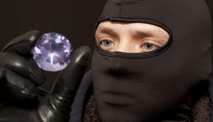 «Ροζ πάνθηρας» στο Βόλο: Εκλάπη διαμάντι αξίας 500.000 ευρώ