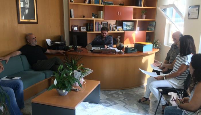 Με τον Εμπορικό Σύλλογο Αγίας Πελαγίας συναντήθηκε ο Δήμαρχος Μαλεβιζίου