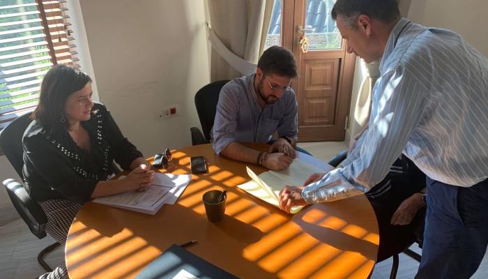 Συμβόλαιο αγοράς οικοπέδου στο Φόδελε υπέγραψε ο Δήμαρχος Μαλεβιζίου