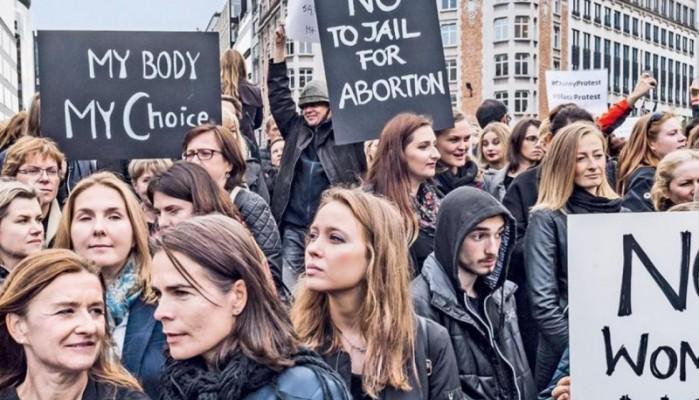 Βόρεια Ιρλανδία:Αλλάζει η νομοθεσία περί αμβλώσεων και γάμου μεταξύ ατόμων του ιδίου φύλου