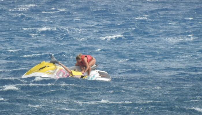 Καρέ – καρέ η διάσωση λουόμενης στα Μάλια από ναυαγοσώστρια της παραλίας (φωτο – βίντεο)