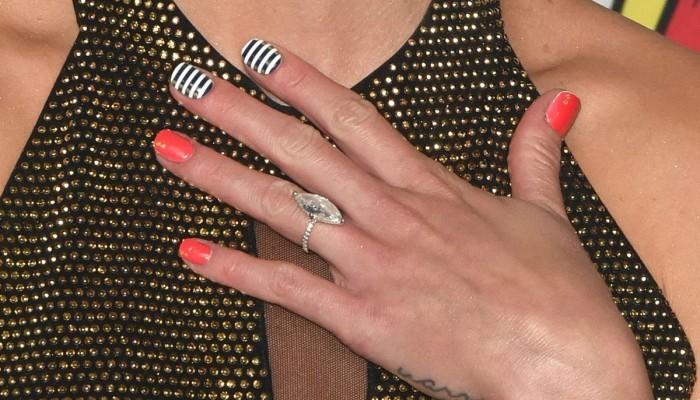 Τελείωσε το ασετόν; Δείτε πως θα ξεβάψετε τα νύχια σας με προϊόντα που υπάρχουν στο σπίτι