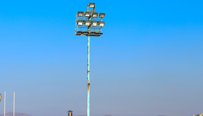 Αφαίρεση των πυλώνων του κολυμβητηρίου Χανίων