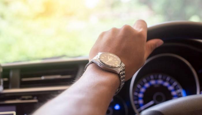 Η απλή καθημερινή συνήθεια που στην οδήγηση είναι απαγορευτική