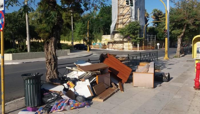 Η ντροπιαστική εικόνα στο κέντρο των Χανίων και το αυστηρό μήνυμα Σημανδηράκη