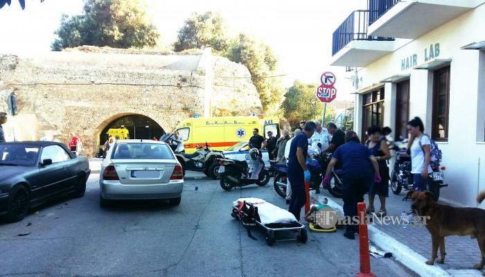 Τρεις τραυματίες σε σύγκρουση «γουρούνας» με μοτοσικλέτα στην παλιά πόλη Χανίων (φωτο)