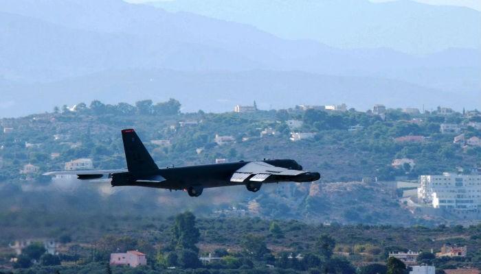 Ένα μεγαθήριο βομβαρδιστικό Β-52 για πρώτη φορά στα Χανιά (φωτο - βίντεο)