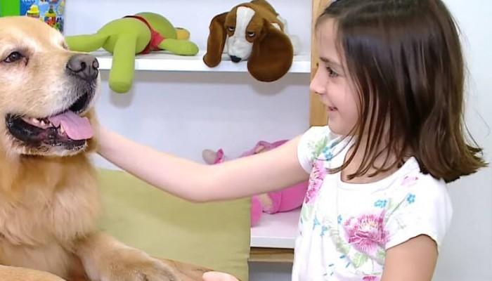 Ο πρώτος σκύλος θεραπευτής για κακοποιημένα παιδιά