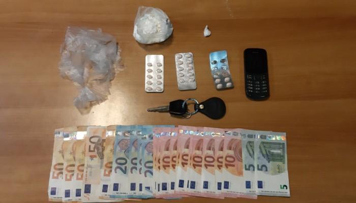 Έκρυβε σε υπαίθριους χώρους κοκαϊνη για την βρουν οι πελάτες (φωτο)