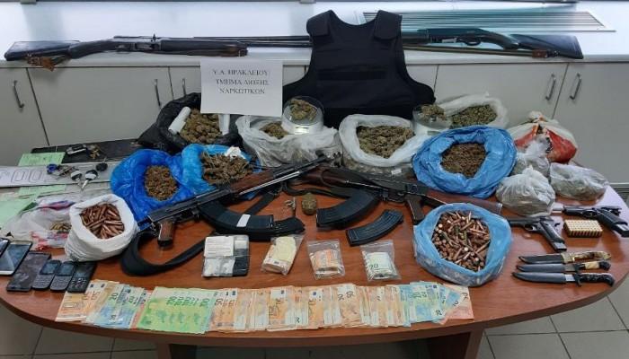 Έκρυβαν όπλα και ναρκωτικά σε... μαντρί (φωτο)