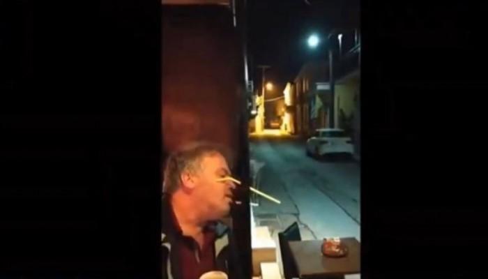 Ελληνική πατέντα! Βρήκε τρόπο να καπνίζει μέσα σε μαγαζί χωρίς να κινδυνεύει με πρόστιμο