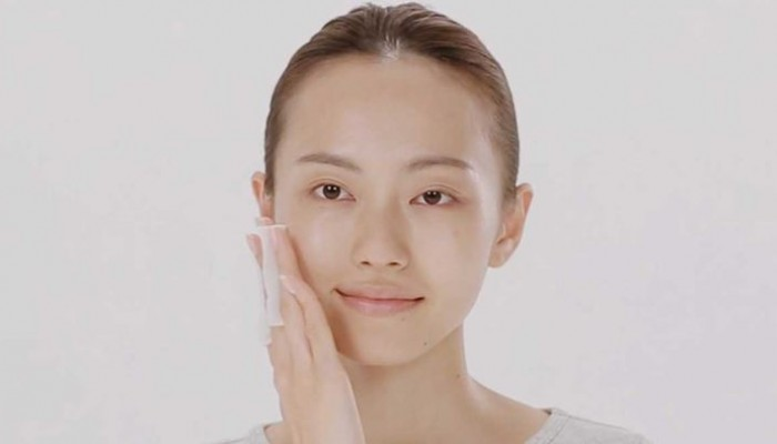 Patting: Γνωρίστε την τεχνική που εφαρμόζουν οι Γιαπωνέζες για αλαβάστρινο δέρμα!