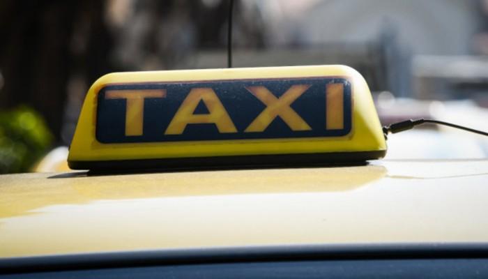 Πρόστιμο 900 ευρώ σε ταξί που μετέφερε παντρεμένο ζευγάρι